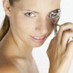 Woman making her eyelashes — Stock Photo