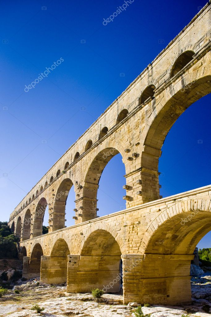 Roman aqueduct, Pont du Gard, Languedoc-Roussillon, France — Stock Photo #2889747