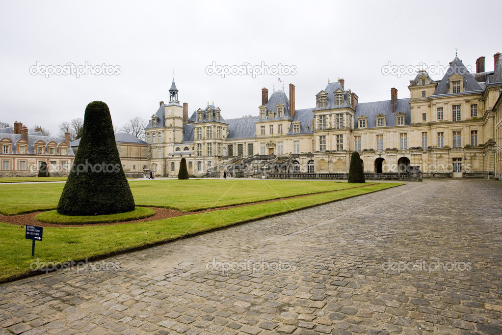 an analysis of the topic of the palace of fontainebleau