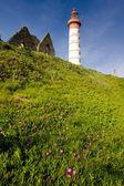 маяк и руины монастыря — Стоковое фото