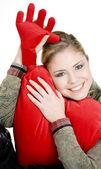 握着心的女人肖像 — 图库照片