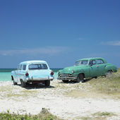 Old cars, Playa del Este, Havana Province, Cuba — Photo