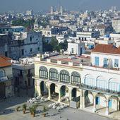 Plaza vieja, staré havana, kuba — Stock fotografie