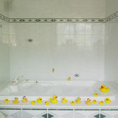 Bath tub with rubber ducks — Stock Photo