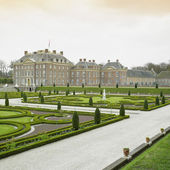 Palace and gardens, Paleis Het Loo Castle near Apeldoorn, Nether — Stock Photo