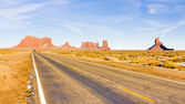 Road, Monument Valley National Park, Utah-Arizona, USA — Stock Photo
