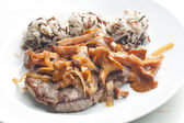 Beefsteak with mushrooms and poultry ham — Stockfoto