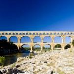 Roman aqueduct, Pont du Gard, Languedoc-Roussillon, France — Stock Photo #4502704