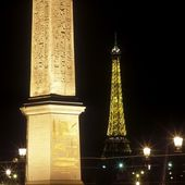 Concorde Obelisk and Eiffel Tower, Place de la Concorde, Paris, — Stock Photo