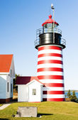 West quoddy head vuurtoren, maine, verenigde staten — Stockfoto