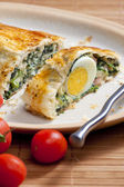 Puff roly-poly filled with spinach and eggs — Stock Photo