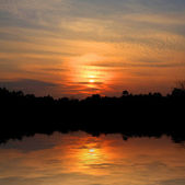 Red sunset with lake reflection — Stock Photo