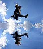 Homme sautant — Photo