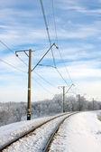 Elektrifizierte bahnstrecke im winter — Stockfoto