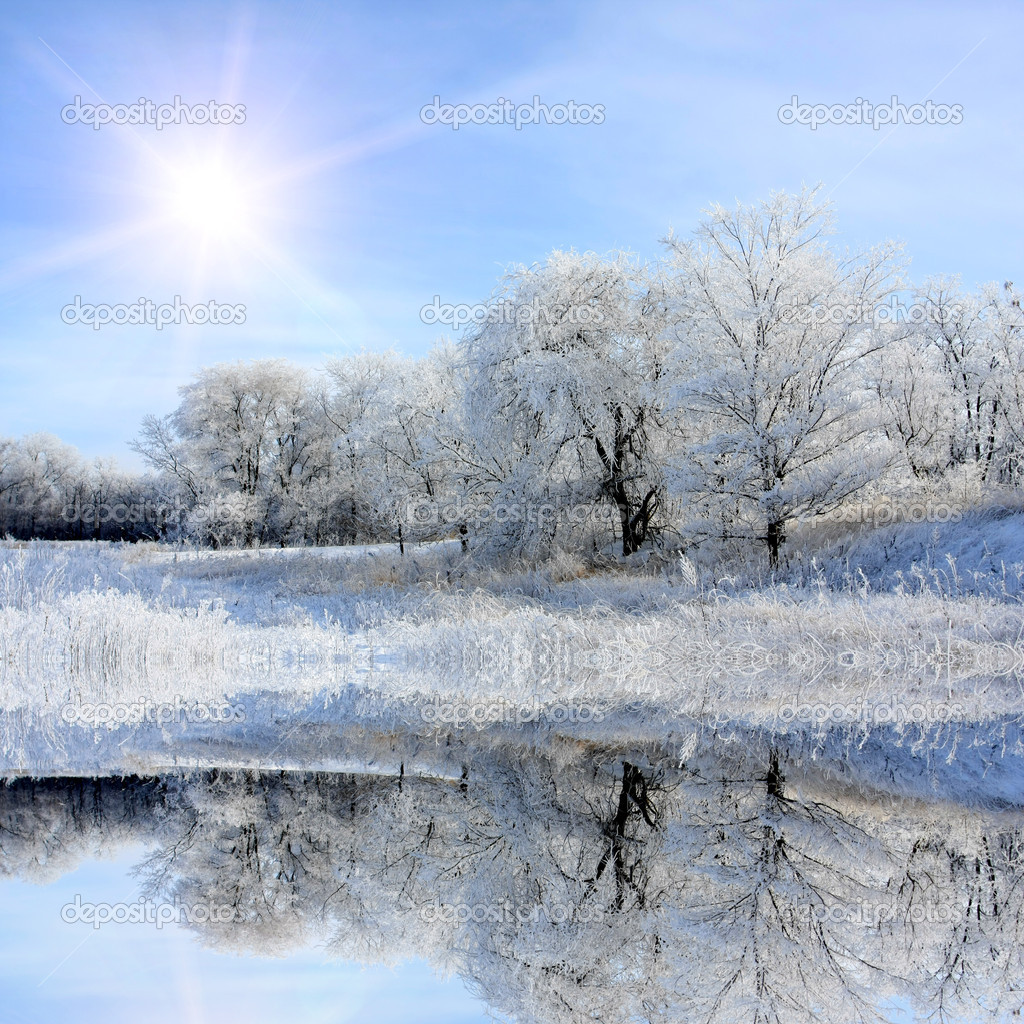 Nice winter lake scene with sun in the sky — Stock Photo #3101497