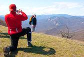 Wanderer aufnehmen eines bildes — Stockfoto