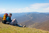 Hiker using mobile device — Stock Photo