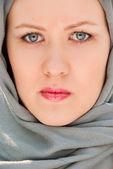 深刻なイスラム教の女性のクローズ アップの肖像画 — ストック写真