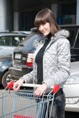 Pretty girl ready for shopping — Stock Photo