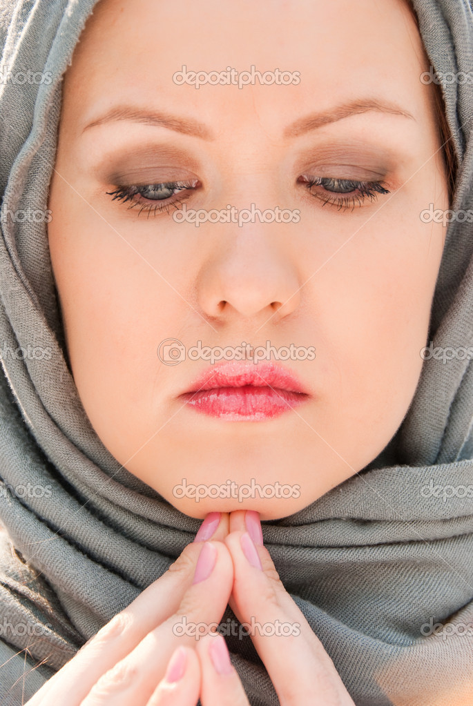Praying muslim woman close-up portrait — Stock Photo #3190411