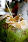 椰子喝 — 图库照片