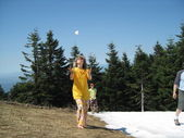 Barefoot woman playing snowballs — Stock Photo
