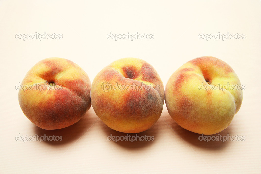 Peaches on Warm Seamless Background — Stock Photo #3213391