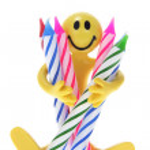 rubber figuur houden birthday kaarsen — Stockfoto