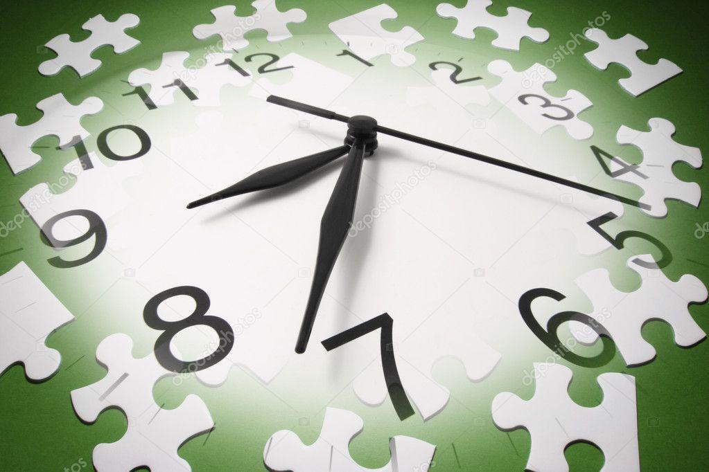 Reloj Y Piezas De Rompecabezas