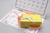 Gift Box on Calendar — Stock Photo