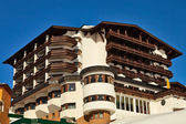 Hotel in borgo alpino. — Foto Stock