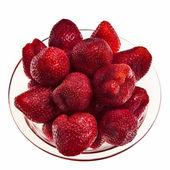 Fresas frescas sabrosas en recipiente de vidrio. — Foto de Stock