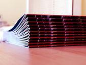 Nieuwe tijdschriften stapel — Stockfoto