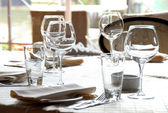 Glasses served on table in restaurant — Fotografia Stock