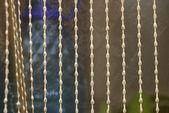 Przezroczyste zasłony w oknie, szczelnie-do góry — Zdjęcie stockowe