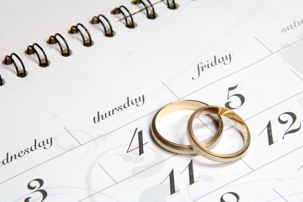 Couple of Wedding Rings on Calender symbolizing wedding date or anniversary — Stok fotoğraf #3214172