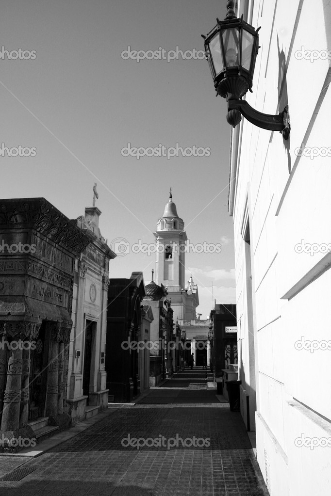 View at the Buenos Aires La Recoleta cemetery inside a mausoleum — Stock Photo #3679928