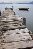 Par les pairs et un bateau — Photo