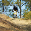 Mountain biker girl on downhill race — Stock Photo