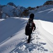 Snowboarder uphill for freeride — Stockfoto