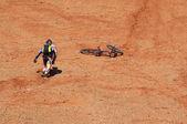 Biker in the desert — Stock Photo