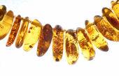 Granos ambarinos aislados en blanco — Foto de Stock