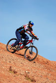 Mountain bike downhill — Stock Photo