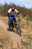 Motorcu downhil yarış — Stok fotoğraf