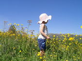 Child in meadow — Stock Photo