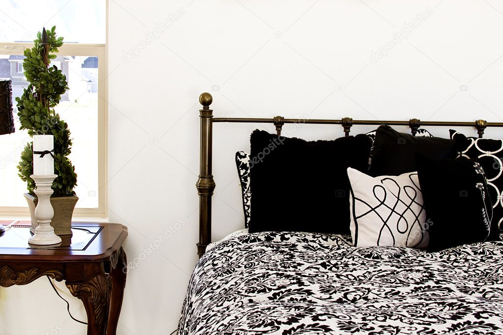 Close up on a bed in a bedroom — Stock Photo #2714055
