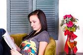 Cute Teen Girl Reading a Book — Stock Photo