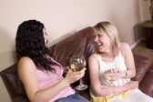 Friends Socializing at Home — Foto de Stock