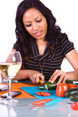 Schönes Mädchen, Kochen in der Küche — Stockfoto
