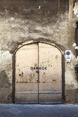 Rusty garage door — Stock Photo
